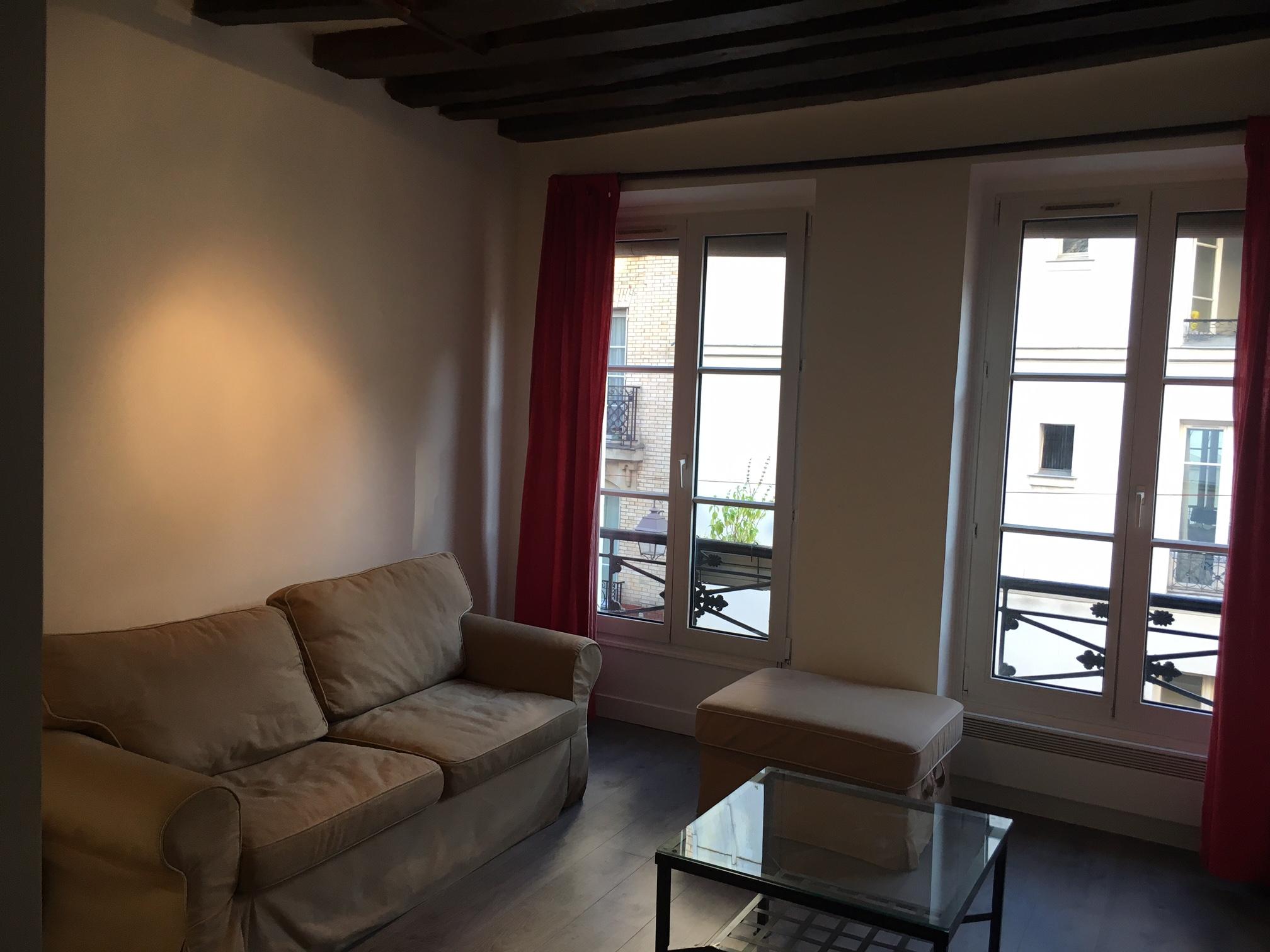 valiere-cortez-location-studio-mouffetard-salon-vue-fenêtres 2