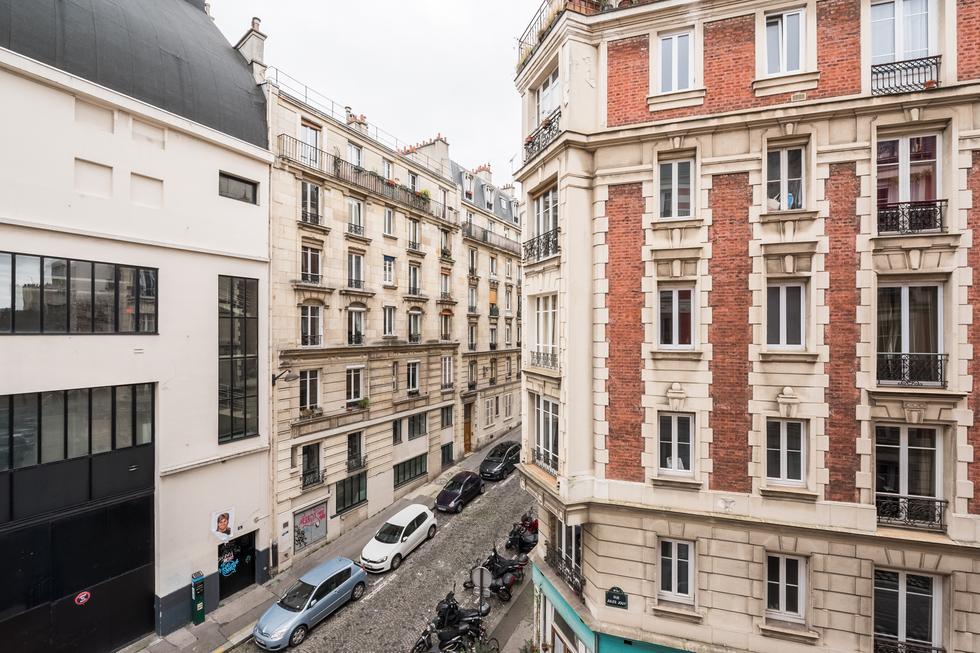 valiere-cortez-vente-appartement-lamarck-paris-18-vue-salon