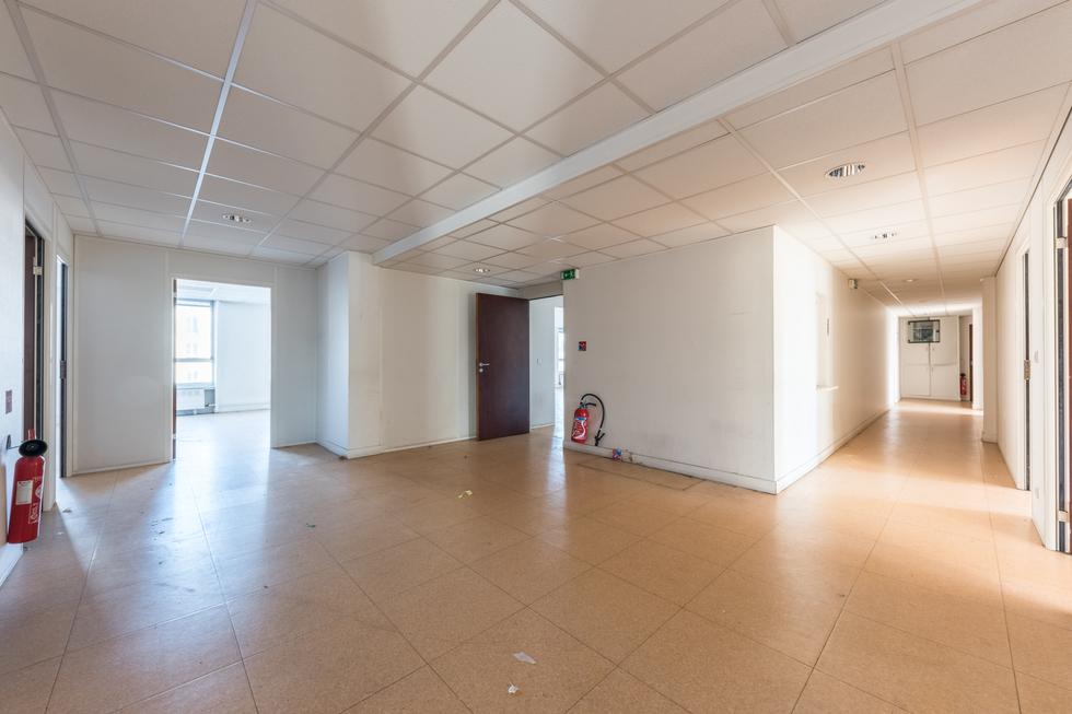 valiere-cortez-vente-bureaux-max-dormoy-couloir