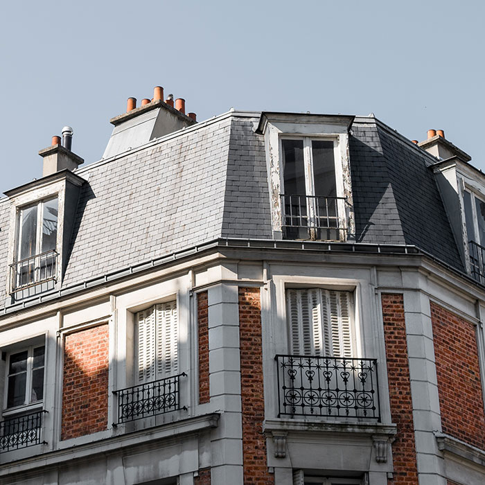 low-angle-shot-roof-beautiful-building-with-balconies-paris